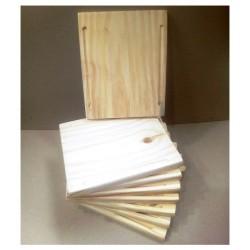 Plato de madera. Realizados en Pino de 2cm. Miden: 20x24 cm Vienen en crudo.