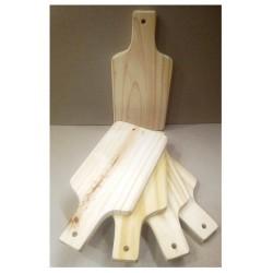 Tabla de madera. Ideal para picar/picadas. Chica. Realizados en Pino de 2cm. Miden: 15x30 cm Vienen en crudo.